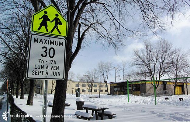 Une nouvelle signalisation qui limite la vitesse à 30 km/h est en vigueur autour de trois écoles du quartier depuis le 8 décembre dernier.