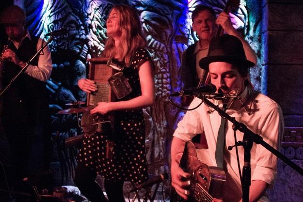 Des Sourcils en prestation au rendez-vous musical du 2 avril. Crédit photo : Frédérick Verreault.