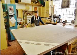 Quatre composantes de bois pour faire une table de conférence de 10 x 16 pieds pour l'Archevêché de Québec, c'est le plus gros objet que peut produire Geneviève Gaboury dans son atelier Indigène.