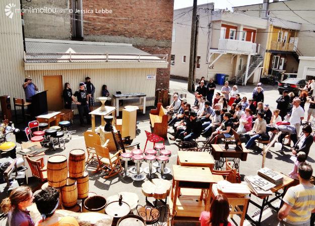 Le premier Encan en ville d'Objet Mobilier s'est tenu, sous le soleil, dans la cour de la boutique, le 3 mai dernier.