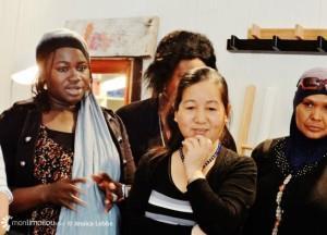 Les femmes immigrantes des groupes en francisation n'ont pas hésité à s'exprimer, devant la presse, sur les bienfaits des cours sur leur vie quotidienne. Conférence de presse à l'atelier-boutique SOFTI le 3 mai.