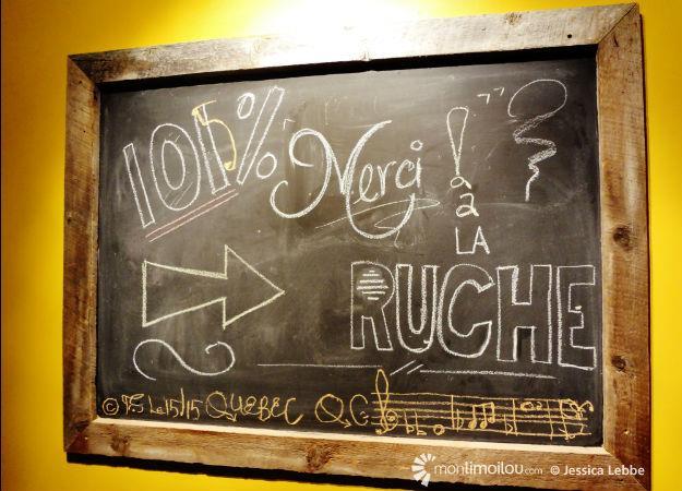 Dès l'entrée du Café culturel Intercambio, on pouvait voir un panneau remerciant les contributeurs du projet sur La Ruche Québec.