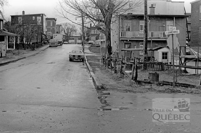 Rue Cadillac et avenue Jeanne-Mance. Archives de la Ville de Québec.