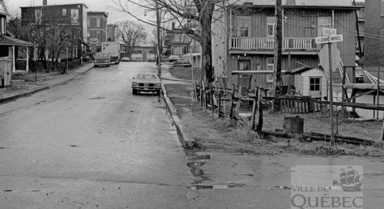 Limoilou dans les années 1970 (20) : Intersection rue Cadillac et avenue Jeanne-Mance - Jean Cazes