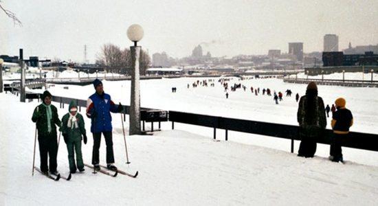 Rivière Saint-Charles, 1976. À noter : les lampadaires, dont huit ont été conservés et mis en valeur le long de la rivière.