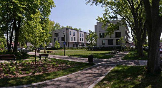 Le parc du Mont-thabor. En arrière-plan, Le 18 phase 1. 31 mai 2018.