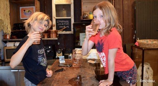 Eliot et Amandine serviront limonades, jus de fruits et autres surprises.