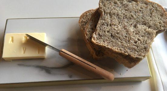 Le beurre à la truffe qui accompagne le pain, frais et encore tiède, est merveilleusement bon!