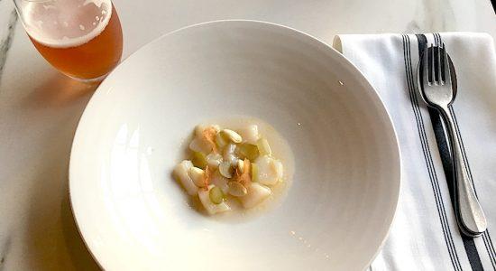 Pétoncles nappés d'une vinaigrette juste assez acidulée pour donner du goût.