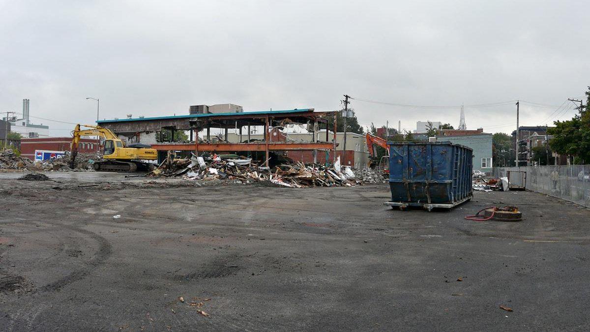 Démolition de l'ex-Intermarché. 24 septembre 2010.