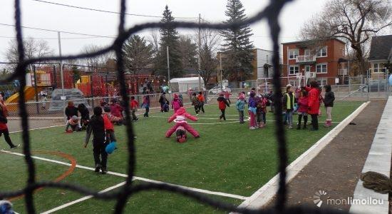 Un nouveau terrain synthétique pour l'école Jeunes-du-Monde et la communauté - Baptiste Piguet