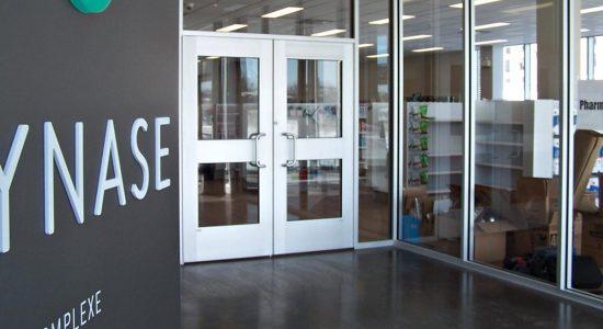 Synase accueille son premier commerce : Familiprix Lampron - Jean Cazes