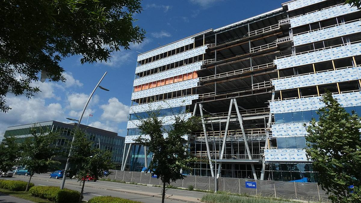 Site de l'écoquartier en date du 11 août 2019. Immeuble de la CNESST.