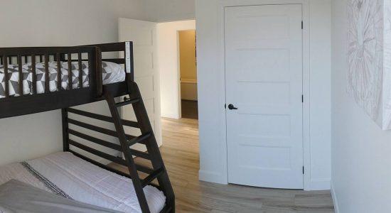 Condo modèle : deuxième chambre ou coin bureau