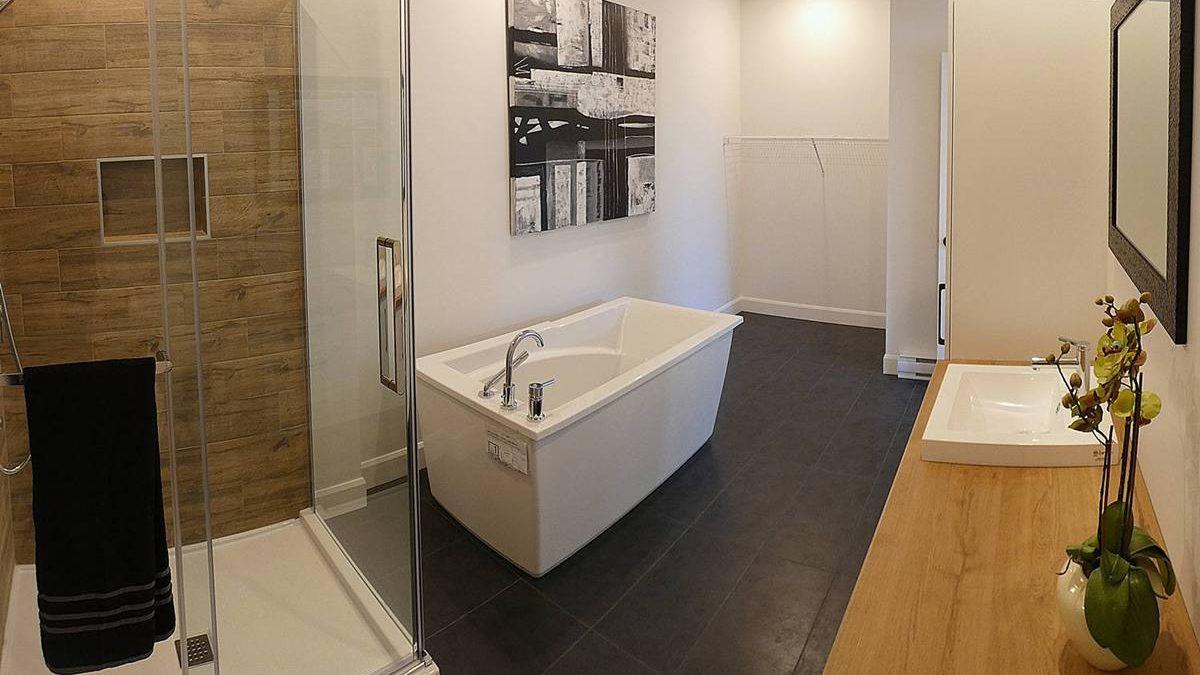 Condo modèle : salle de bain