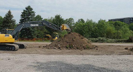 Écoquartier de la Pointe-aux-Lièvres : construction de la passerelle, 2 juillet 2020.