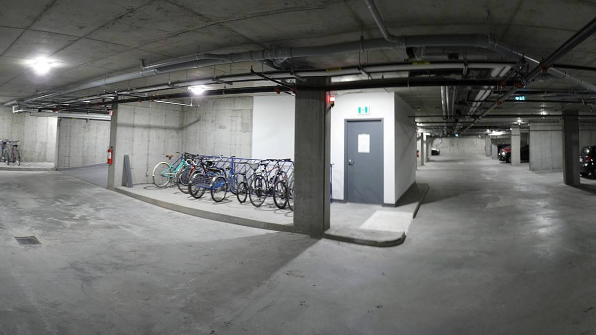 Îlot des Capucins, phase 3. Stationnement sous-terrain autos-vélo. 10 juillet 2020.