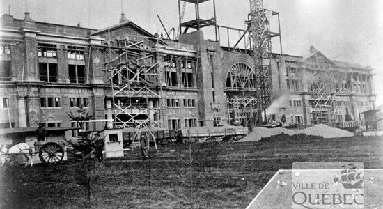 Construction du Palais central. 1916.