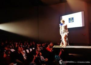 Jo-Annie Lacasse dans l'une des créations d'un finissant en Design de mode du Collège Notre-Dame-de-Sainte-Foy