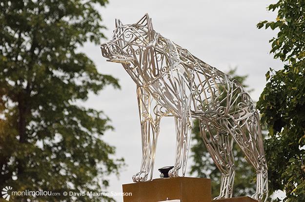 Gros loup, oeuvre de Guillaume Tardif a été officiellement inauguré ce jeudi.