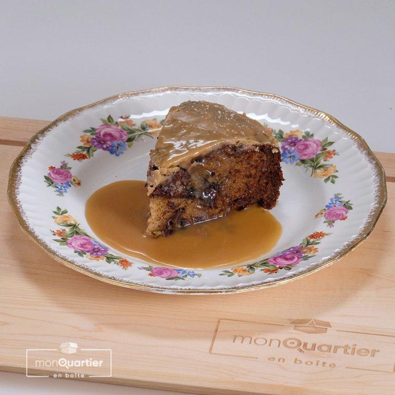 Gâteau au chocolat, dattes et caramel fleur de sel