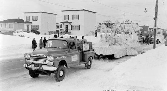 Limoilou dans les années 1960 (73): Défilé du Carnaval dans Lairet - Jean Cazes