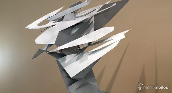 Création anamorphique, Briser la glace offrira au regard une forme qui variera selon l'emplacement du spectateur.
