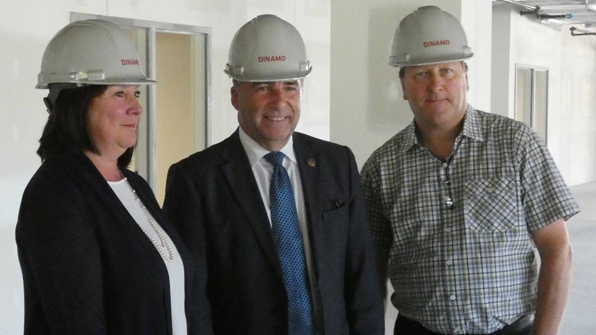 Céline thomassin (DG de la radiologie Mailloux), André Drolet (député de Jean-Lesage) et Dr Richard Hamelin.