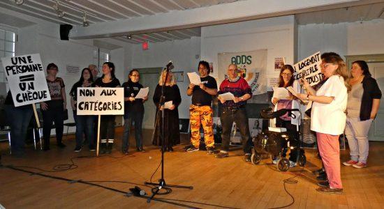 <em>Au-delà des mots</em> : contrer les préjugés tenaces envers des personnes vulnérables - Jean Cazes