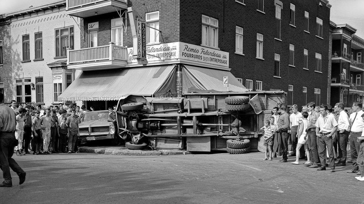 Limoilou dans les années 1960 (111) : accident face à Fourrures Roméo Falardeau | 14 juillet 2019 | Article par Jean Cazes