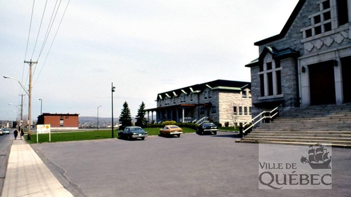 Limoilou dans les années 1970 (41) : parvis de l'église Saint-Paul-Apôtre | 25 août 2019 | Article par Jean Cazes