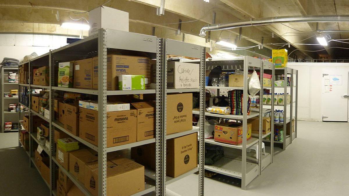 L'entreposage des denrées alimentaires. Au fond, la chambre froide. 14 mars 2017.
