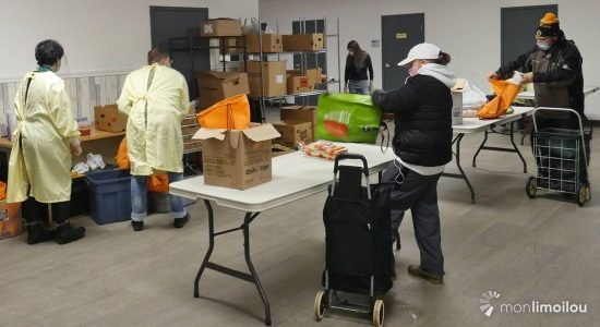 Relais d'Espérance : jour de distribution alimentaire sur fond de pandémie - Jean Cazes