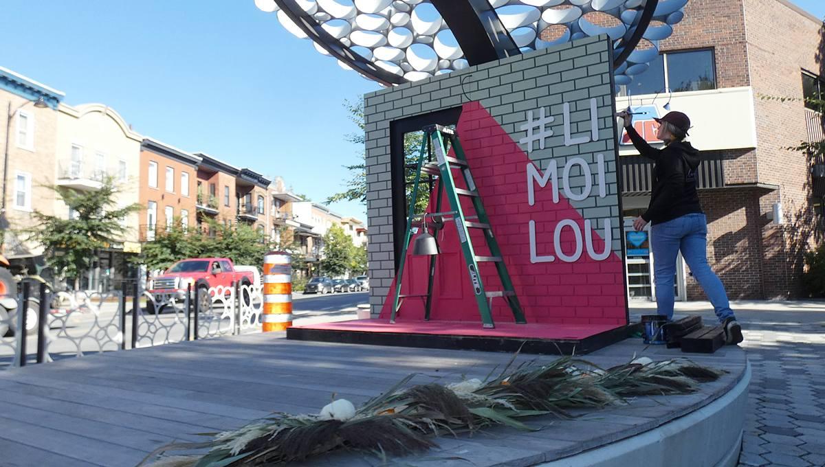 Installation du Photo Booth sur la scène de la place Limouloise. v