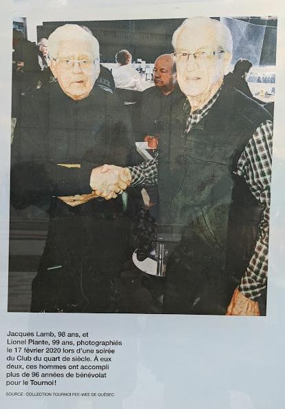 Jacques Lamb et Lionel Plante, les deux plus vieux bénévoles du Tournoi International de Hockey Pee-Wee de Québec